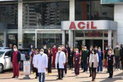 Salgında hayatını kaybeden doktorlara saygı duruşu
