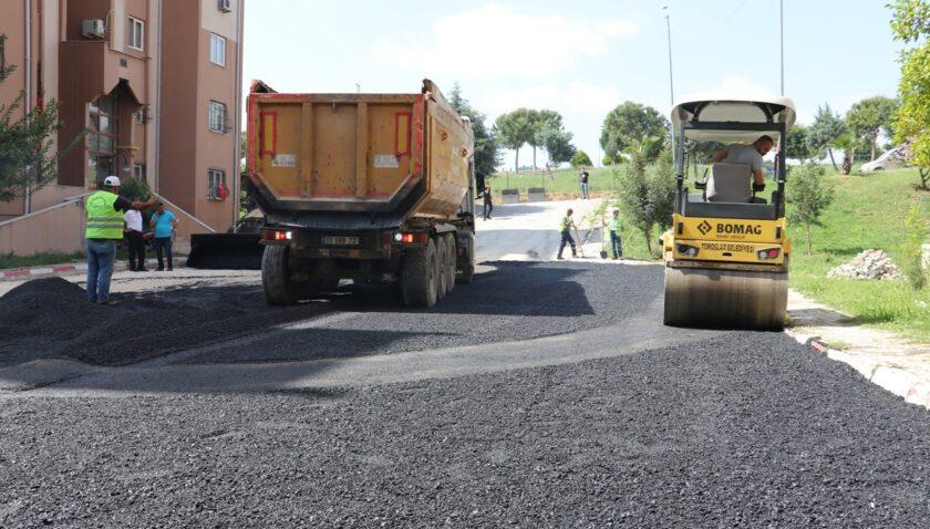 Toroslar'da asfalt ve kaldırım çalışmaları sürüyor