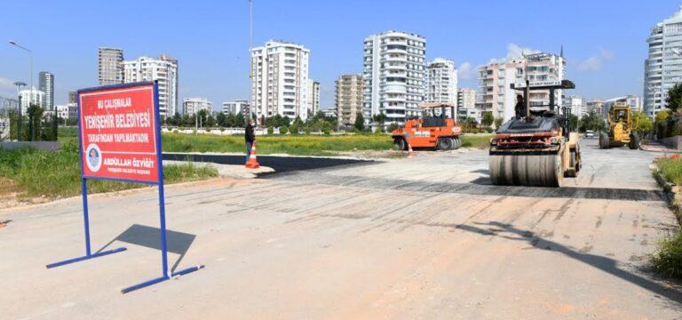 Yenişehir'de yol ve kaldırım çalışmaları sürüyor