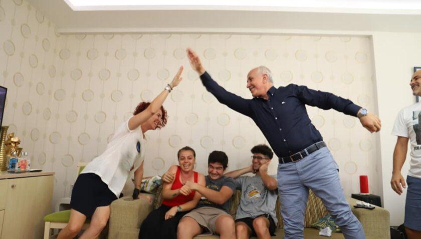 Başkan Gültak, milli sporcu Şaşma'nın ailesini yalnız bırakmadı