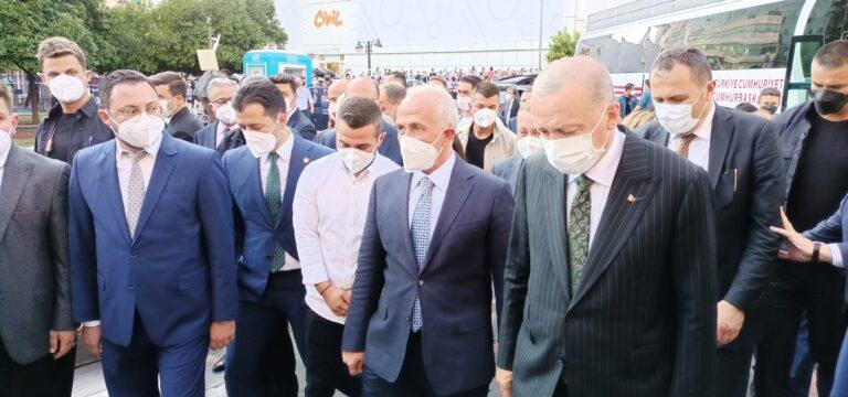 Cumhurbaşkanı Erdoğan Akdeniz Belediyesi'ne çıkarma yaptı