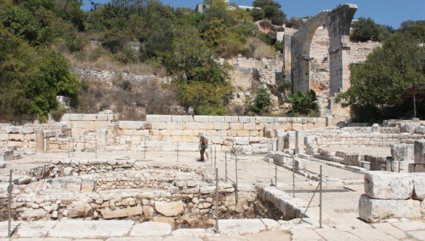 Elaiussa Sebaste'de kazılar sürüyor