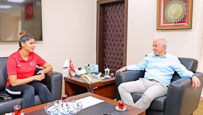 Başkan Gültak'tan Milli Sporcuya transfer teklifi
