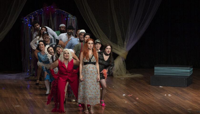Tiyatro Kulübü ilk oyununu sahneledi