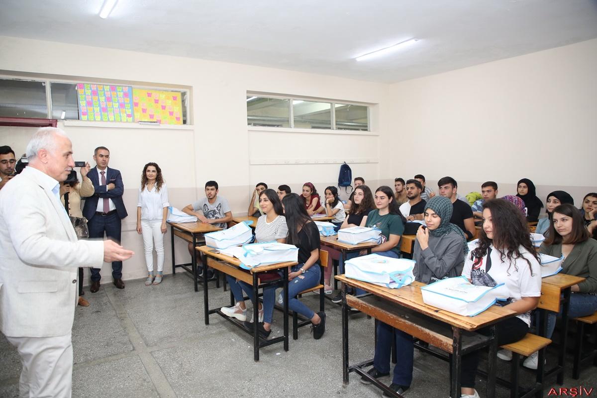 Akdeniz'den üniversite hayali kuran gençlere büyük destek